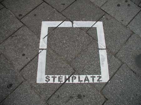 """""""Stehplatz, Intervention im öffentlichen Raum / von Katharina Lackner"""""""
