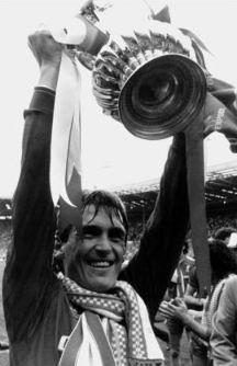 """Mit Dalglish soll auch wieder der Erfolg wiederkommen. Die Fans wünschen sich nichts mehr, als mal wieder eine Meisterschaft zu feiern. ,,King Kenny"""" soll ihnen dabei helfen"""