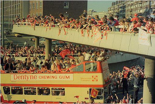 Seit knapp 20 Jahren konnten die Liverpoolfans keinen Meistertitel mehr feiern. Trotzdem stehen sie weiterhin hinter ihrem Team nach dem Motto: You'll never walk alone